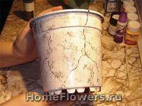 Поверхность горшка декорируется под мрамор