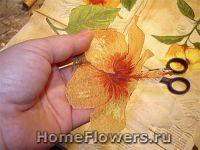 Вырезаем цветочный мотив для декупажа